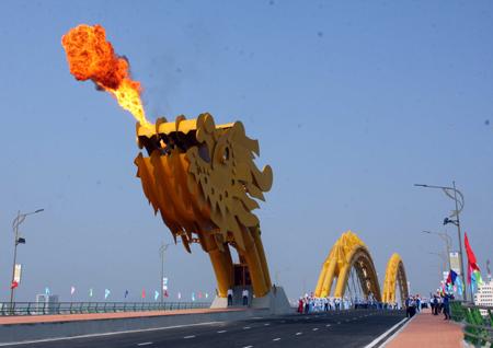 Огнедышащий Мост Дракона во Вьетнаме — фото 3
