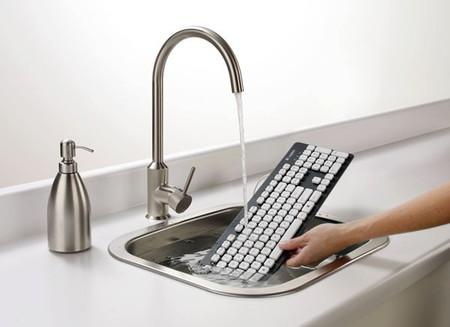 Эту клавиатуру можно мыть под краном или даже замачивать в воде