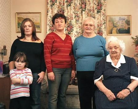 Megan Walsh 5 лет, Leanne Walsh 21 год, Karen Walsh 40 лет, Rhoda Holdsworth 76 лет, Mary Holdsworth 96 лет