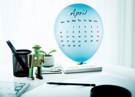 В комплекте 12 шариков разного цвета для каждого месяца