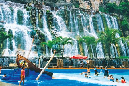 Искусственные водопады Sunway Lagoon