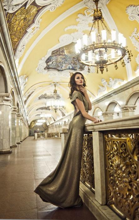 Просто королева в соответствующем интерьере :-)