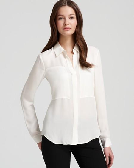 Простой покрой блузы хорош в сочетани и с дорогим материалом — шелком