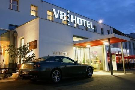 Тематический отель V8 - для влюбленных в автомобили — фото 3