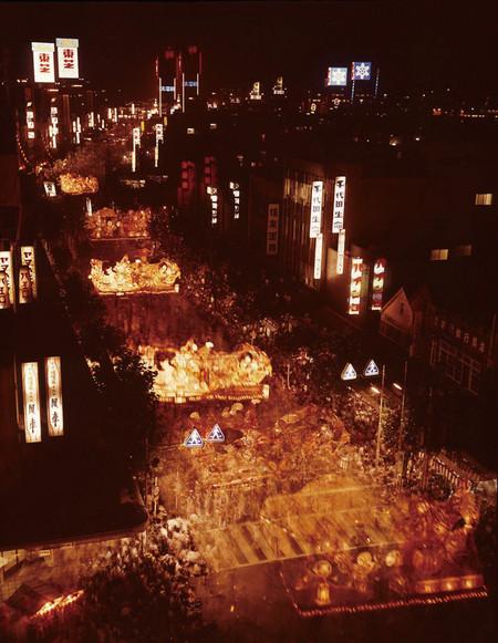 Огромные бумажные фонарики японского фестиваля Аомори Небута — фото 5