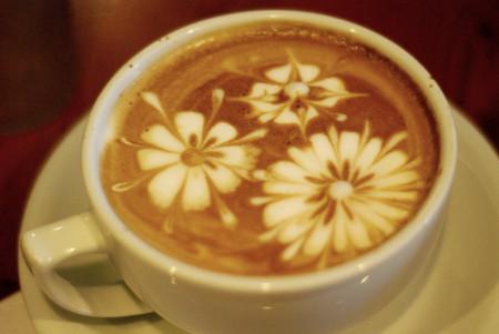 Добавление какао или тертого шоколада позволяет создать более контрастный фон