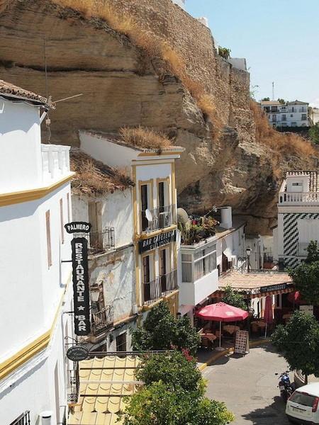 Прогулка под скалами в Сетениль-де-лас-Бодегас — фото 4