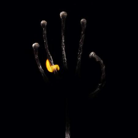 Из дыма и огня. Креативные фотографии горящих спичек. — фото 11
