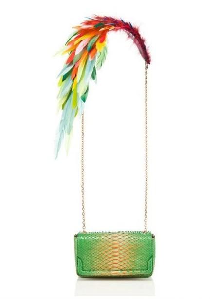 А эта сумочка с султаном из перьев появилась в составе капсульной коллекции