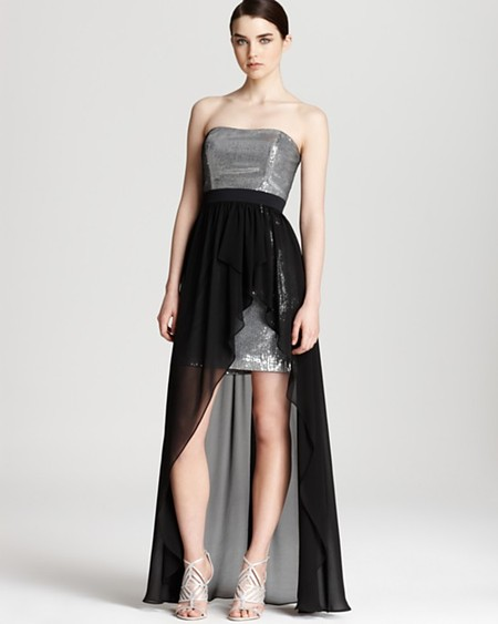 Длинная асимметричная юбка поверх короткого платья — актуальный тренд