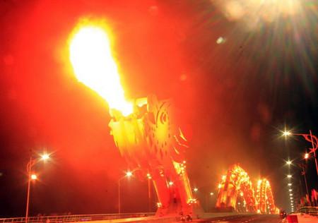 Огнедышащий Мост Дракона во Вьетнаме — фото 4