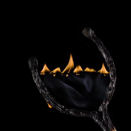 Из дыма и огня. Креативные фотографии горящих спичек. — фото 4