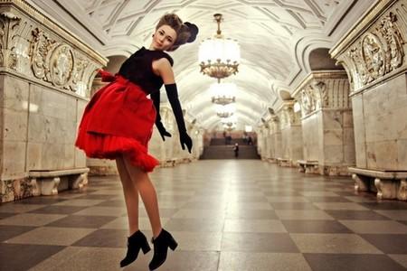 Приверженность фотографа к fashion-фото чувсвуется во многих снимках серии