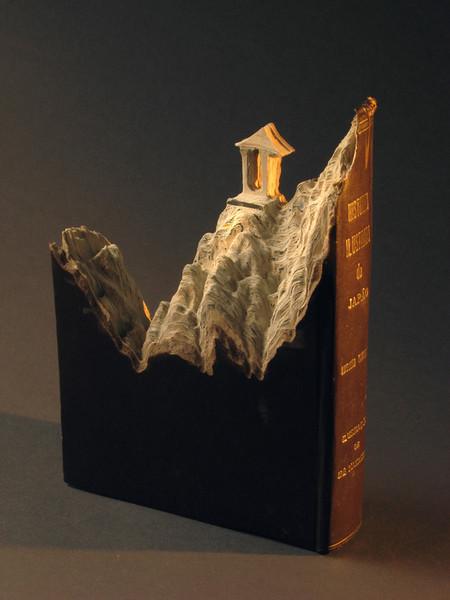 Иногда используется всего одна книга