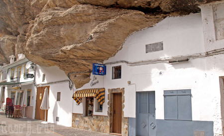 Прогулка под скалами в Сетениль-де-лас-Бодегас — фото 3