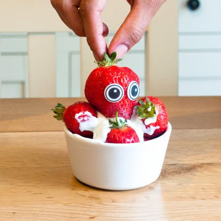 Еда, которая «строит глазки» с наклейками Edible eyes — фото 4
