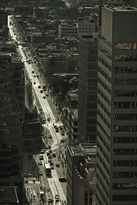 Кстати, автомобилей на улицах канадского мегаполиса совсем немного!