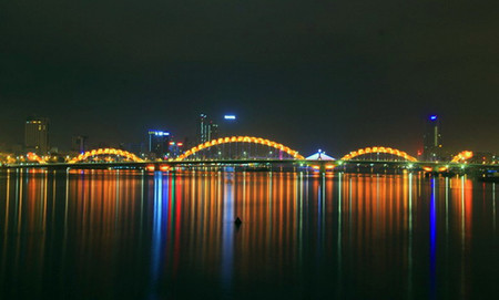 Dragon Bridge ночью. Красиво, не правда ли?