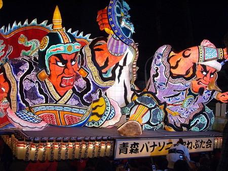 Огромные бумажные фонарики японского фестиваля Аомори Небута — фото 1