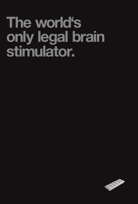 """Надпись на плакате гласит: """"Единственный в мире легальный стимулятор мозга"""" :-)"""