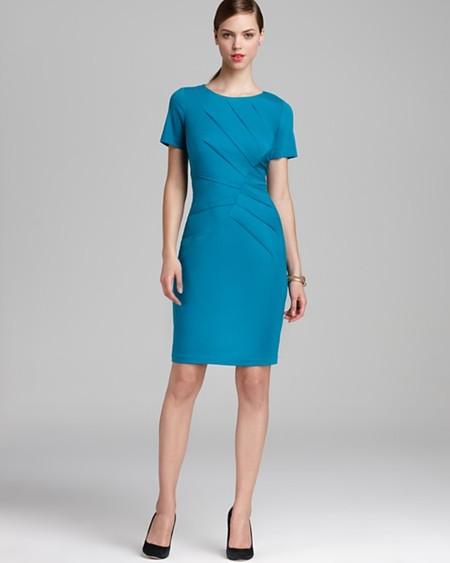 Нсли дресс-код позволяет, можно выбрать платье более насыщенных тонов