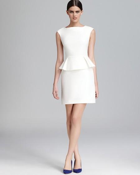 Платья с баской: элегантно и модно