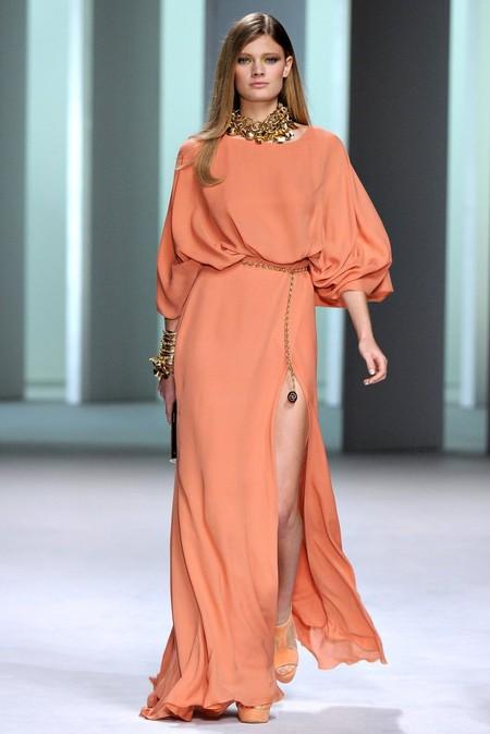 """Это оригинальное платье тоже имеет цельнокроенный рукав """"летучая мышь"""""""