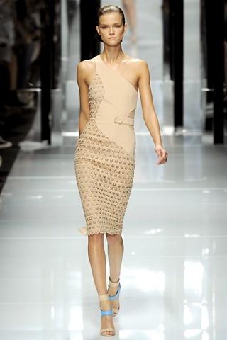 Ню. Versace.