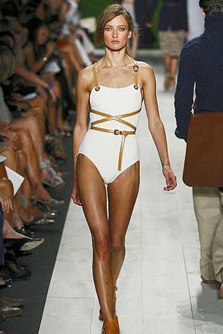 Эй вы, там, на берегу! Модные тенденции пляжного сезона 2011 — фото 11