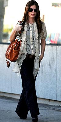 Джинсы-клеш - новое веяние западной моды — фото 15