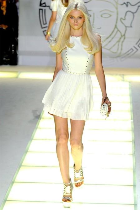 Белое платье – один из трендов, представленных на неделях высокой моды — фото 9