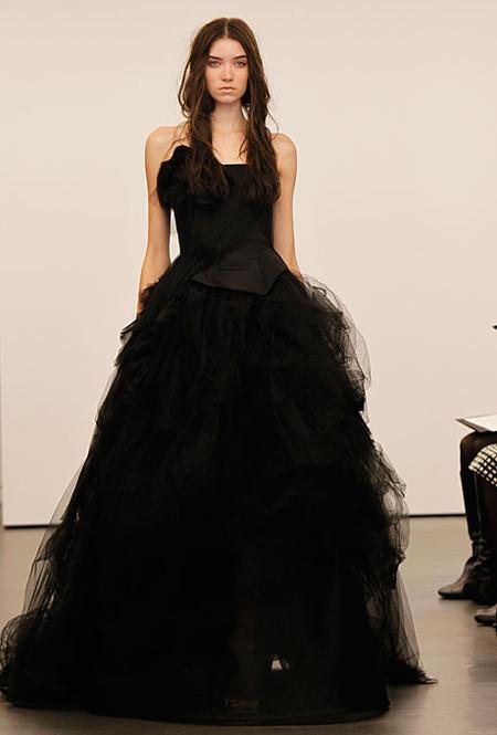 Черное платье от Vera Wang