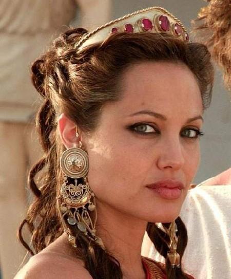 Роль Олимпиады исполнила Анджелина Джоли