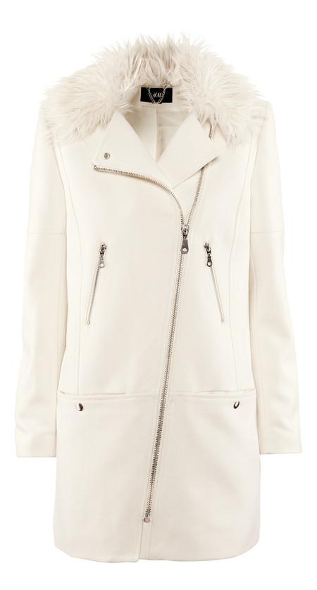 Белое пальто-косуха с меховой оторочкой