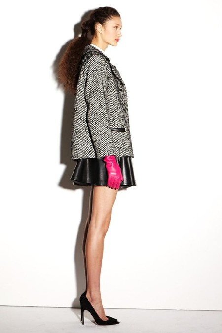 Твидовые пальто и жакеты в сочетании с кожаными изделиями