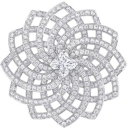 Шикарные украшения ко Дню святого Валентина от Dolce&Gabbana, Chanel, Dior и Louis Vuitton — фото 35