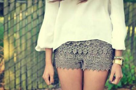 Кружевные шорты: с чем носить