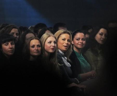 Выражения лиц этих дам говорят сами за себя:)
