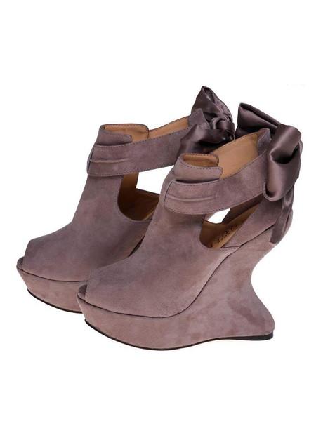 А нужен ли каблук? Необычная обувь становится настоящим трендом. — фото 9