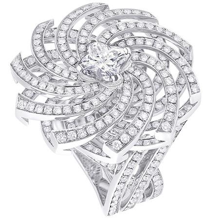 Шикарные украшения ко Дню святого Валентина от Dolce&Gabbana, Chanel, Dior и Louis Vuitton — фото 36