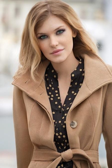 В качестве теплой верхней одежды дизайнеры Sela предлагают куртки, дубленки, пальто и пуховики