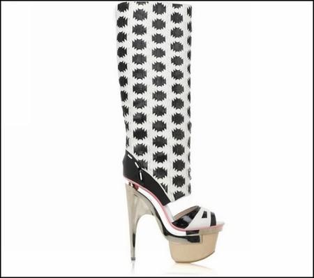 Гибрид босоножек и резиновых сапог от Versace