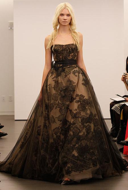 Коллекция свадебных платьев Vera Wang: креативная невеста или черная вдова?.. — фото 5