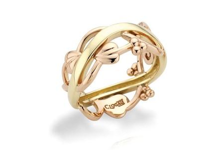 Очень красиво смотрятся обручальные кольца, украшенныевитиеватымиорнаментами