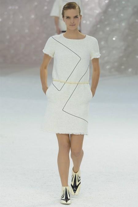 Платье Chanel с тонким геометрическим узором