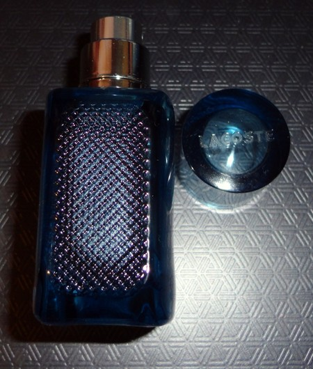 Как отличить настоящий Lacoste от подделки: чем отличается оригинальный парфюм от фейка — фото 6