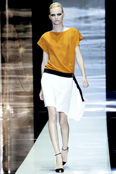 Эффектный вид сзади: в моде наряды с открытой спиной — фото 19