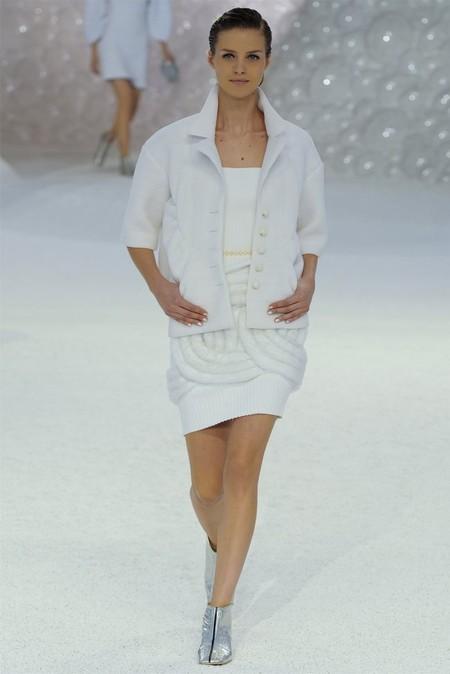 Белое платье – один из трендов, представленных на неделях высокой моды — фото 18