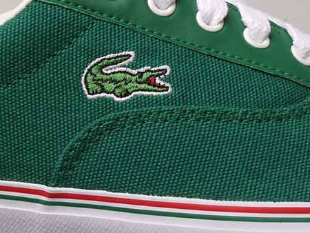 Крокодил на кедах Lacoste