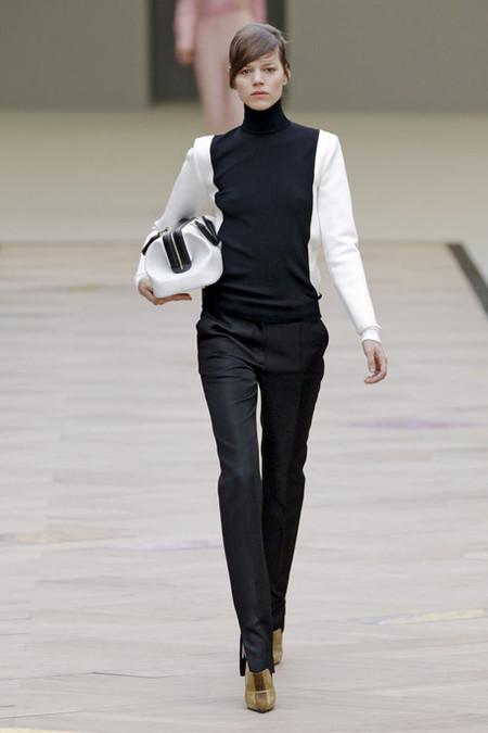 Интересная модель от Celine: благодаря такому распределению цвета талия девушки будет визуально казаться тоньше.